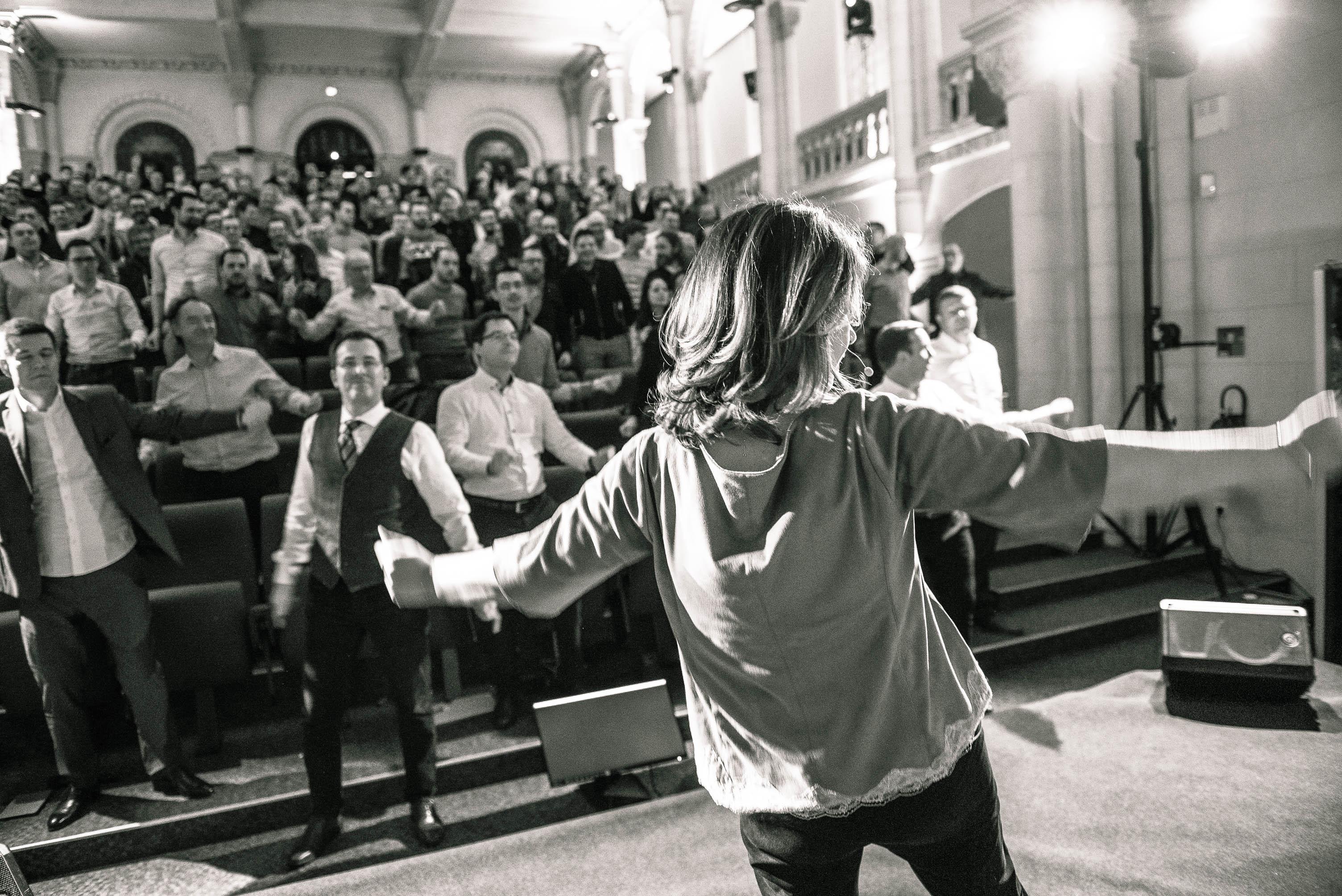 Olga ciesco fait danser les équipes